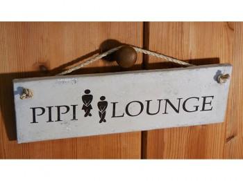 Pippi Lounge, Betonschild weiß