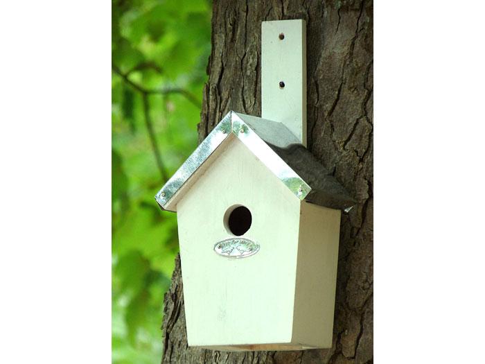 modernes und exclusives vogelhaus aus holz. Black Bedroom Furniture Sets. Home Design Ideas